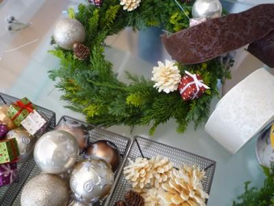 クリスマスリース飾り付け